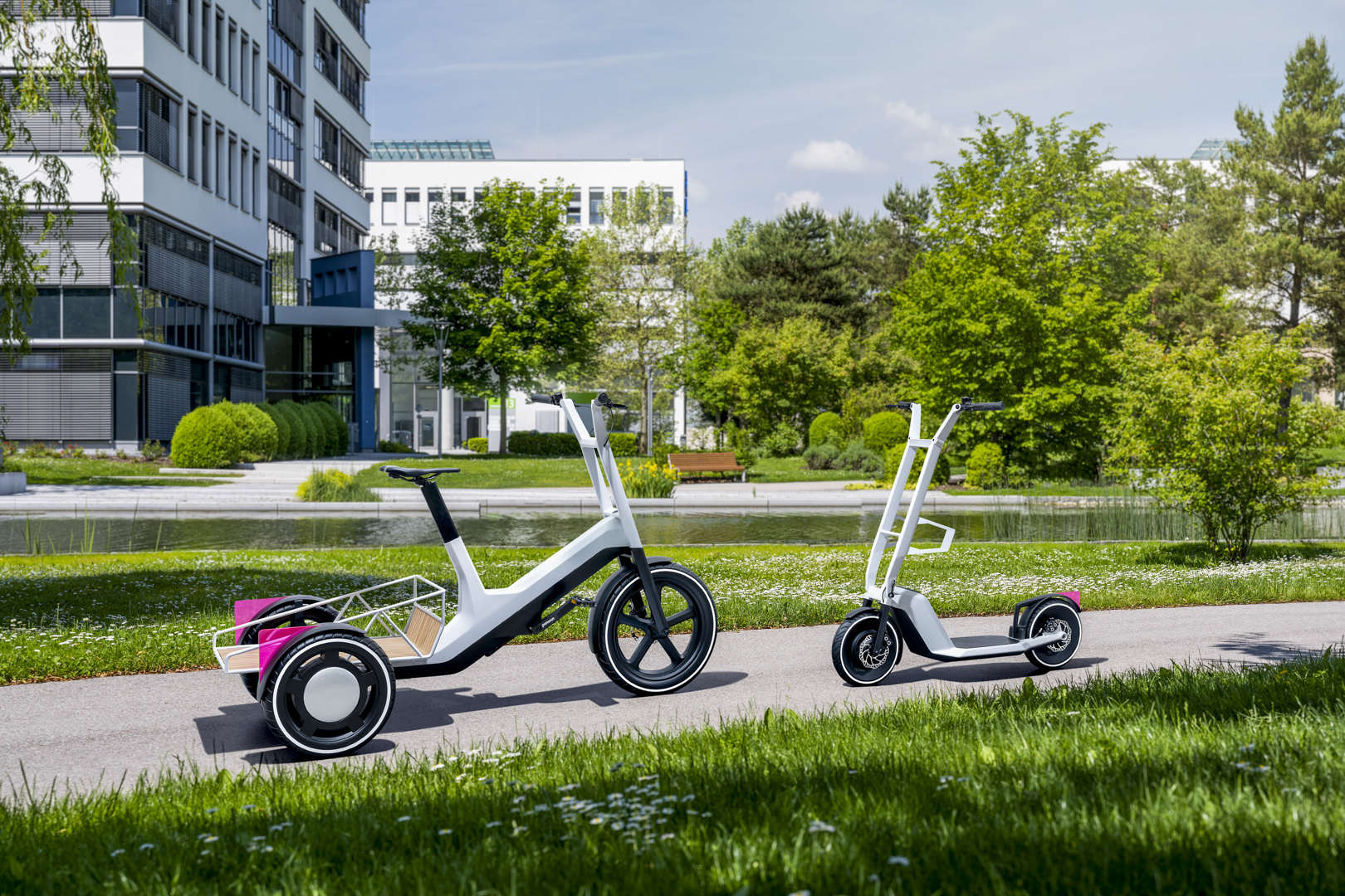 Stimulating ideas for urban mobility: BMW Group Research unveils innovative concepts for cargo bike and e-scooter