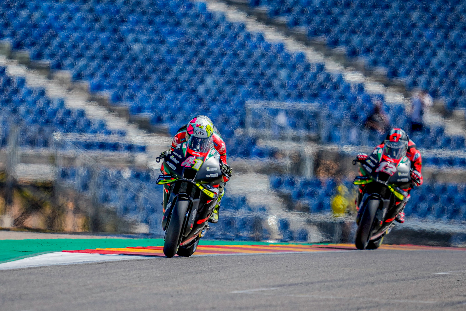 Aprilia's Aleix will start from the 2nd row at #AragonGP, Maverick Viñales will have his race debut with the RS-GP