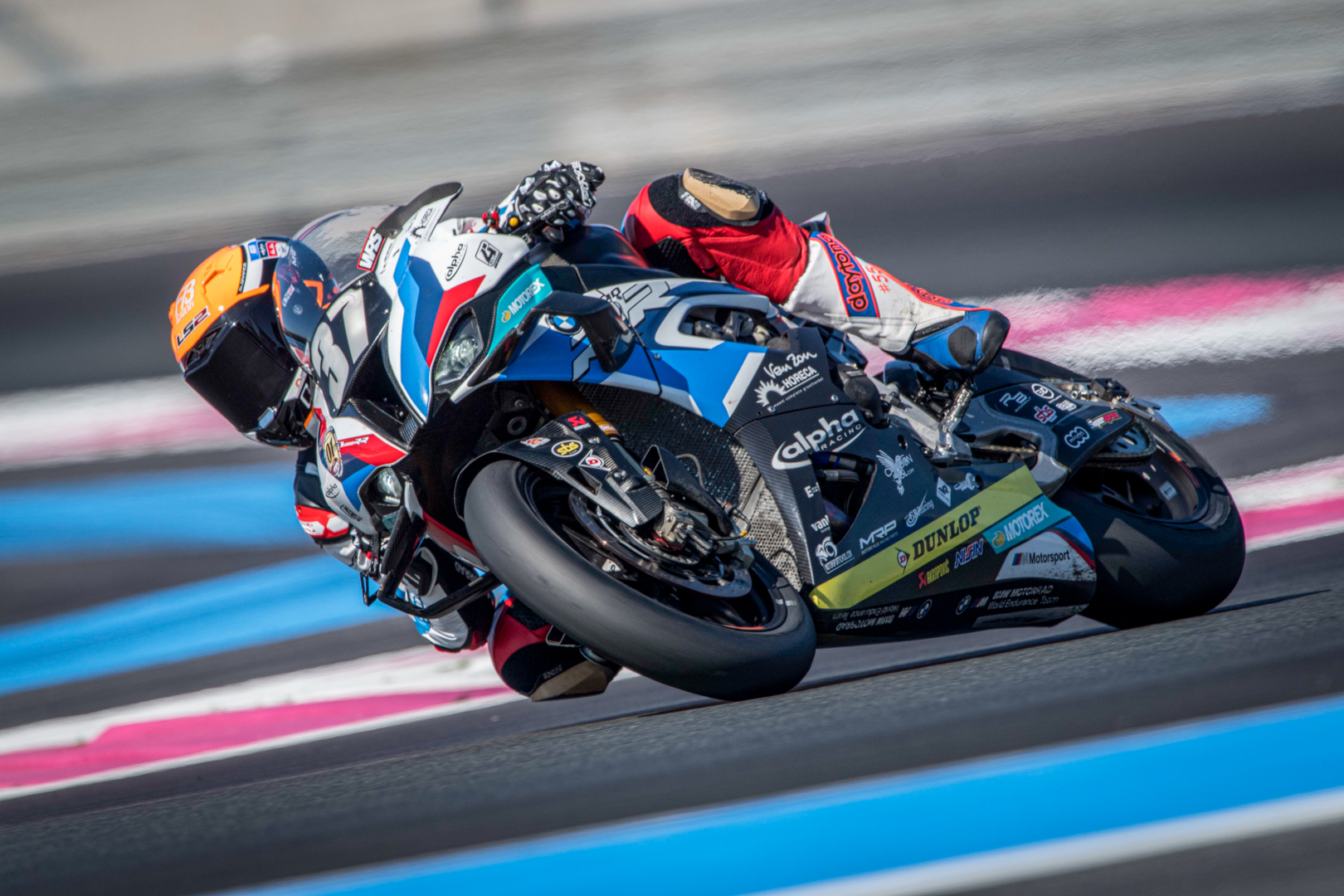 BMW Motorrad World Endurance Team travels to the famous Bol d'Or with the wind in its sails.